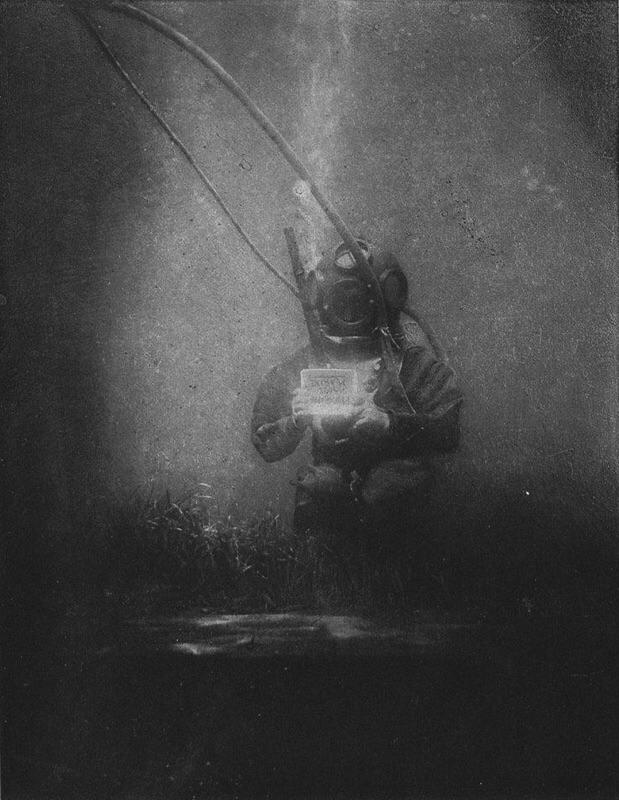 Луи Бутан в тяжелом водолазном костюме