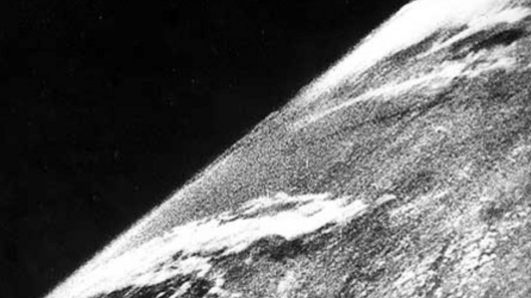 Первая фотография из космоса