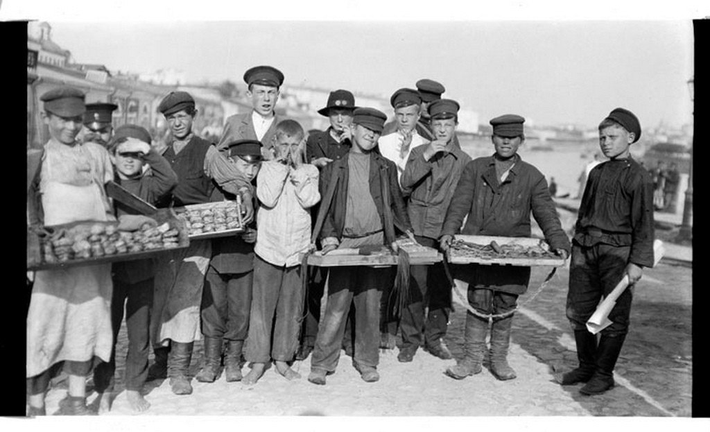 Moscow boys - peddlers. Russia. Photo by Murray Howe, 1909