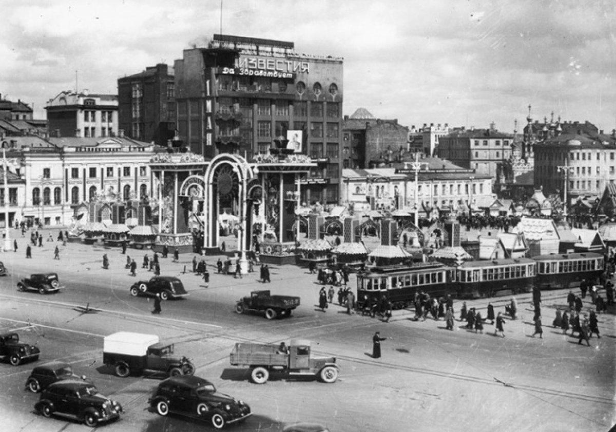 pushkin-square-moscow-naum-granovsky-1940