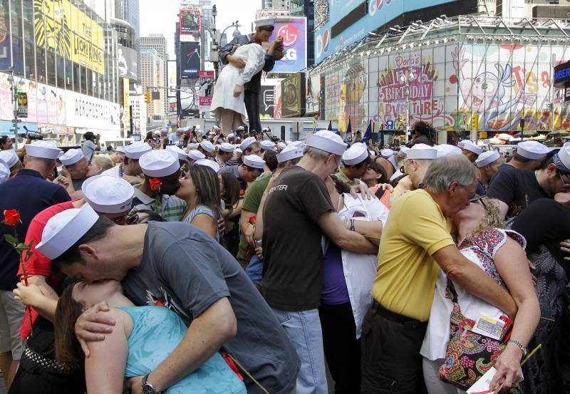Times Square, kiss
