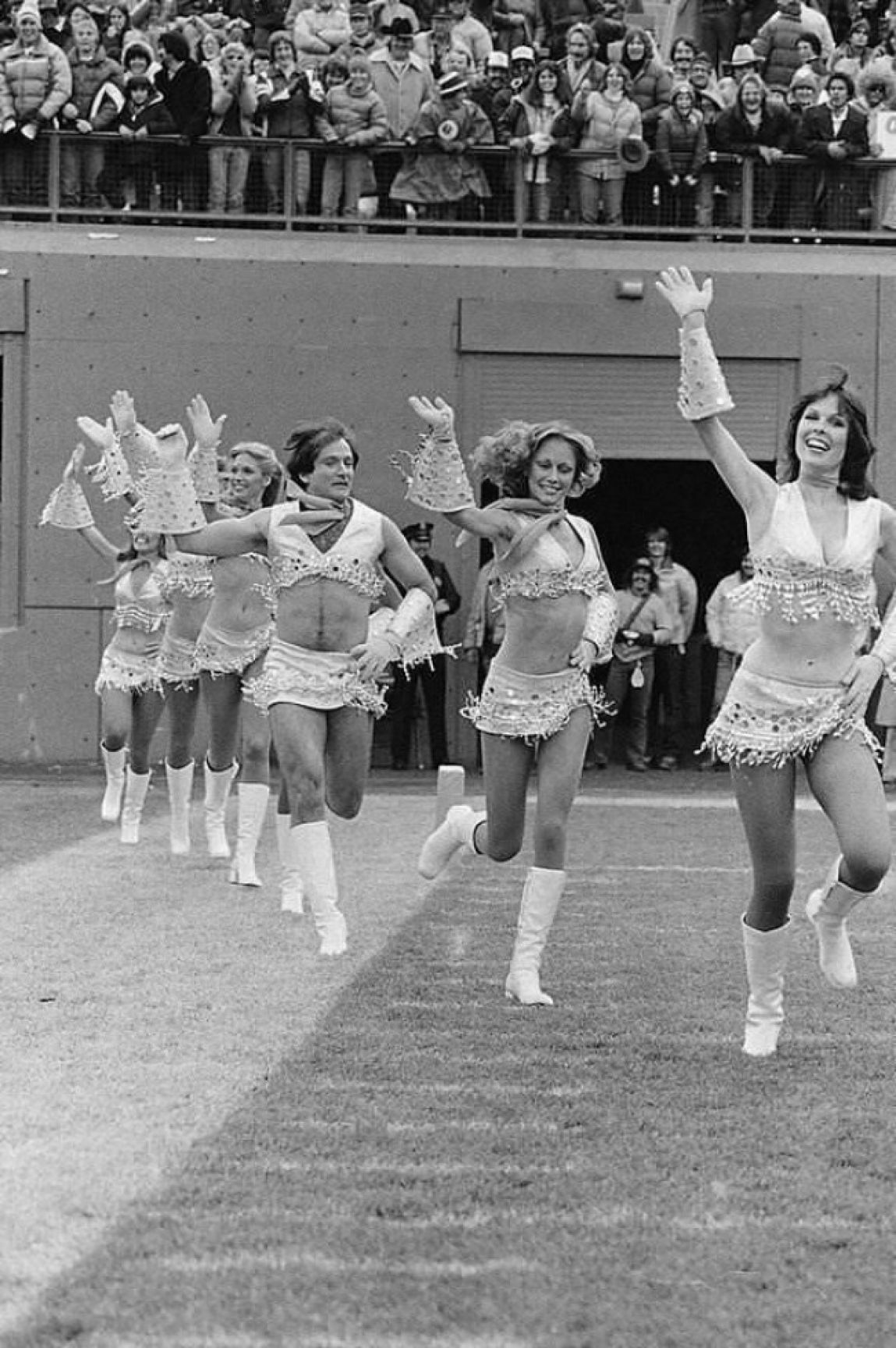 robin-williams-dressed-like-a-cheerleader-1980