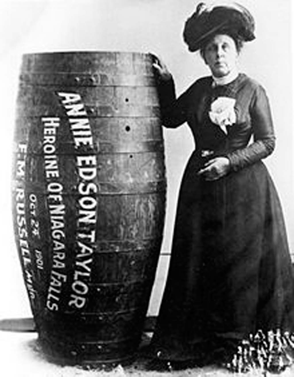 annie-edson-taylor-the-first-person-to-survive-going-over-the-niagara-falls-in-a-barrel-on-her-63rd-birthday-1901