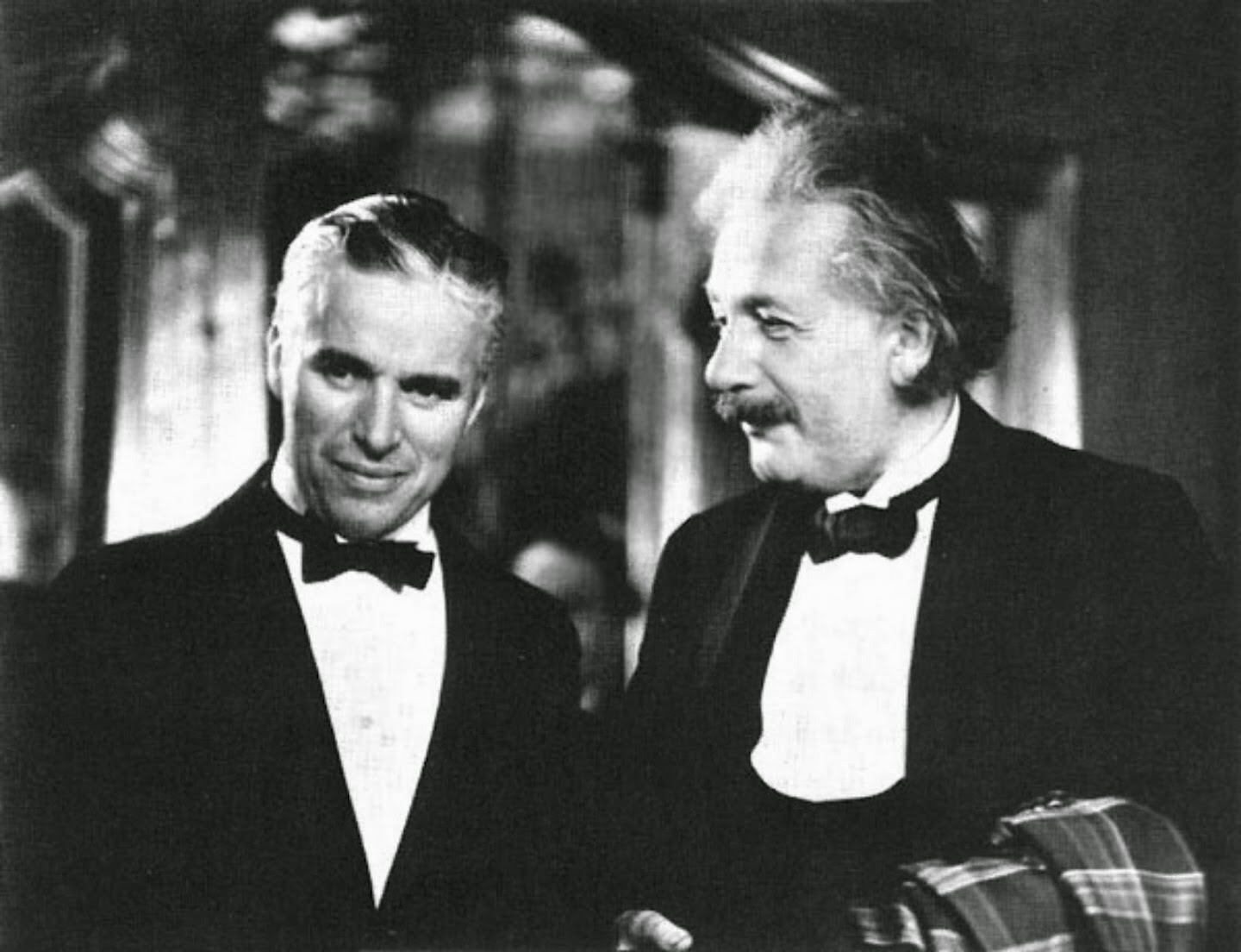 charlie-chaplin-and-albert-einstein-1931