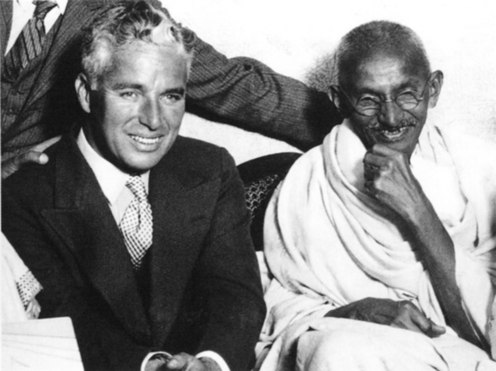 charlie-chaplin-and-mahatma-gandhi-1931