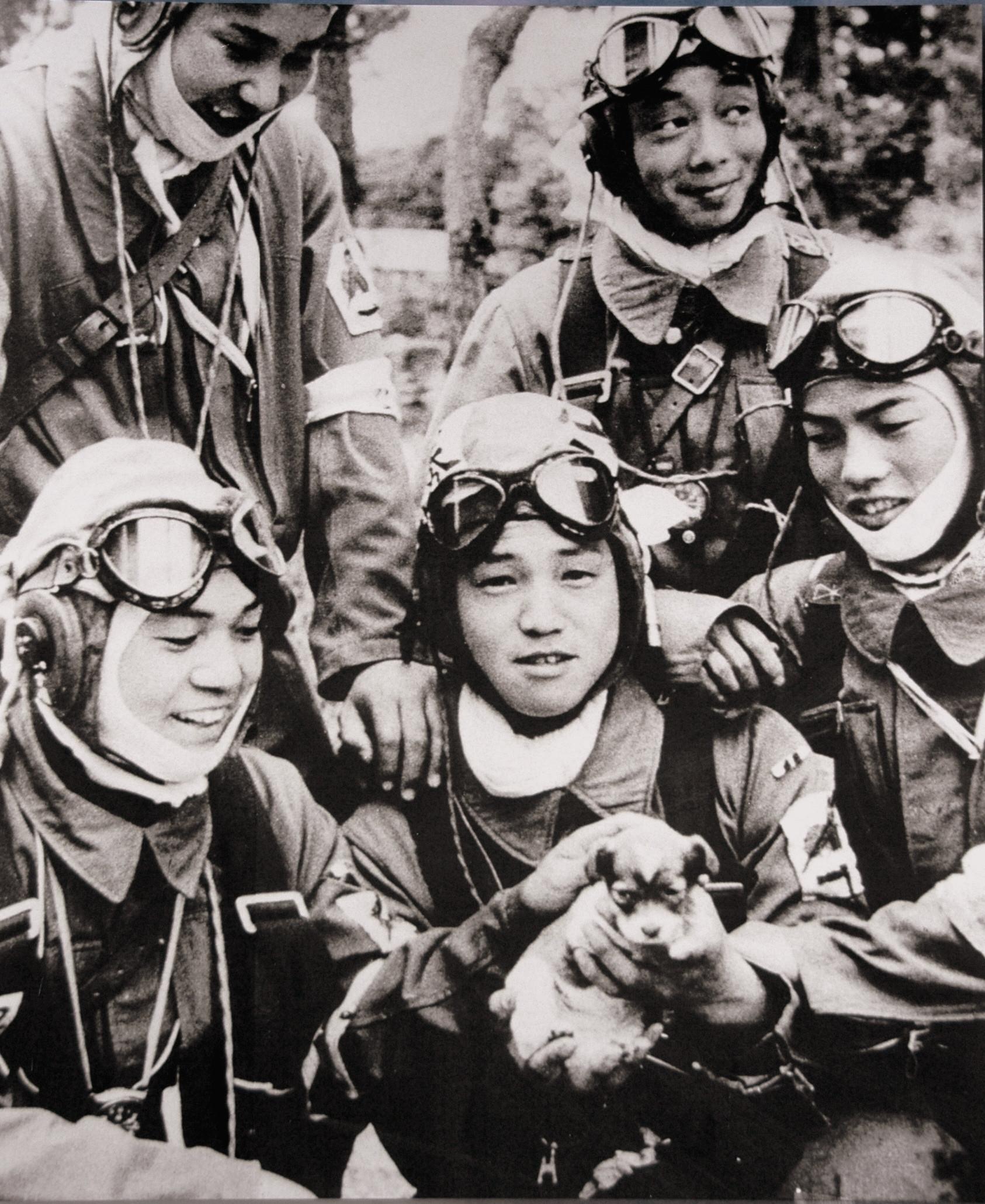 corporal-yukio-araki-holding-a-puppy-with-four-other-pilots-of-the-72nd-shinbu-squadron-at-bansei-kagoshima-1945
