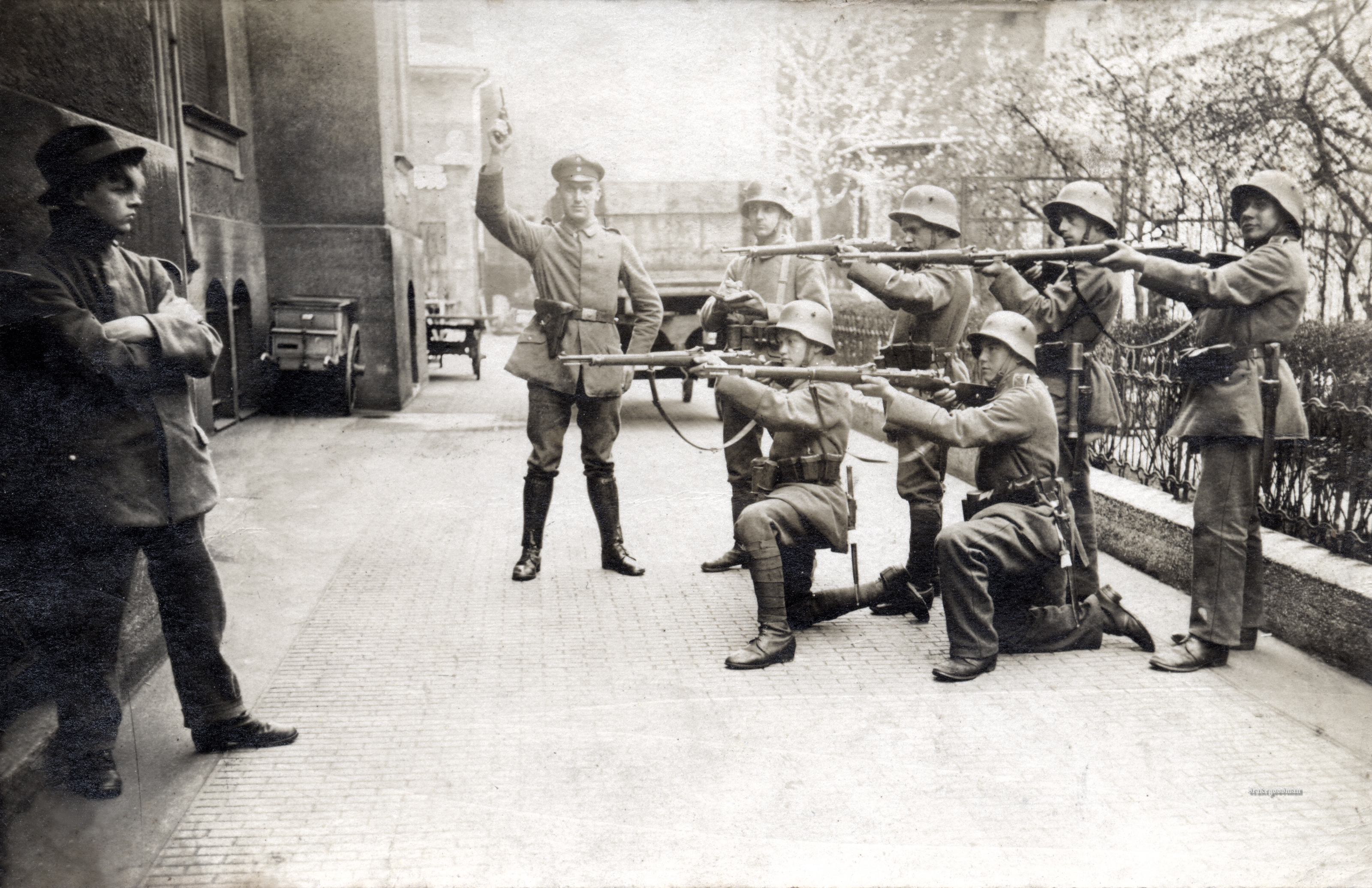 execution-of-a-german-communist-in-munich-1919