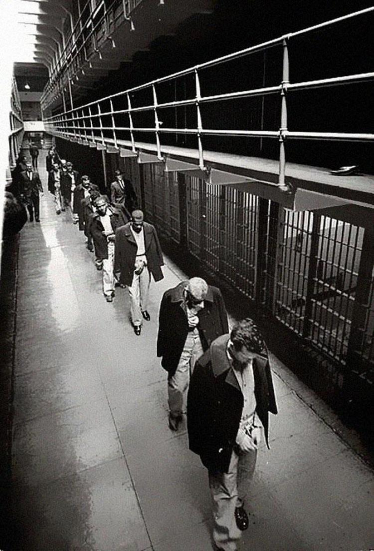 last-prisoners-of-alcatraz-leaving-1963