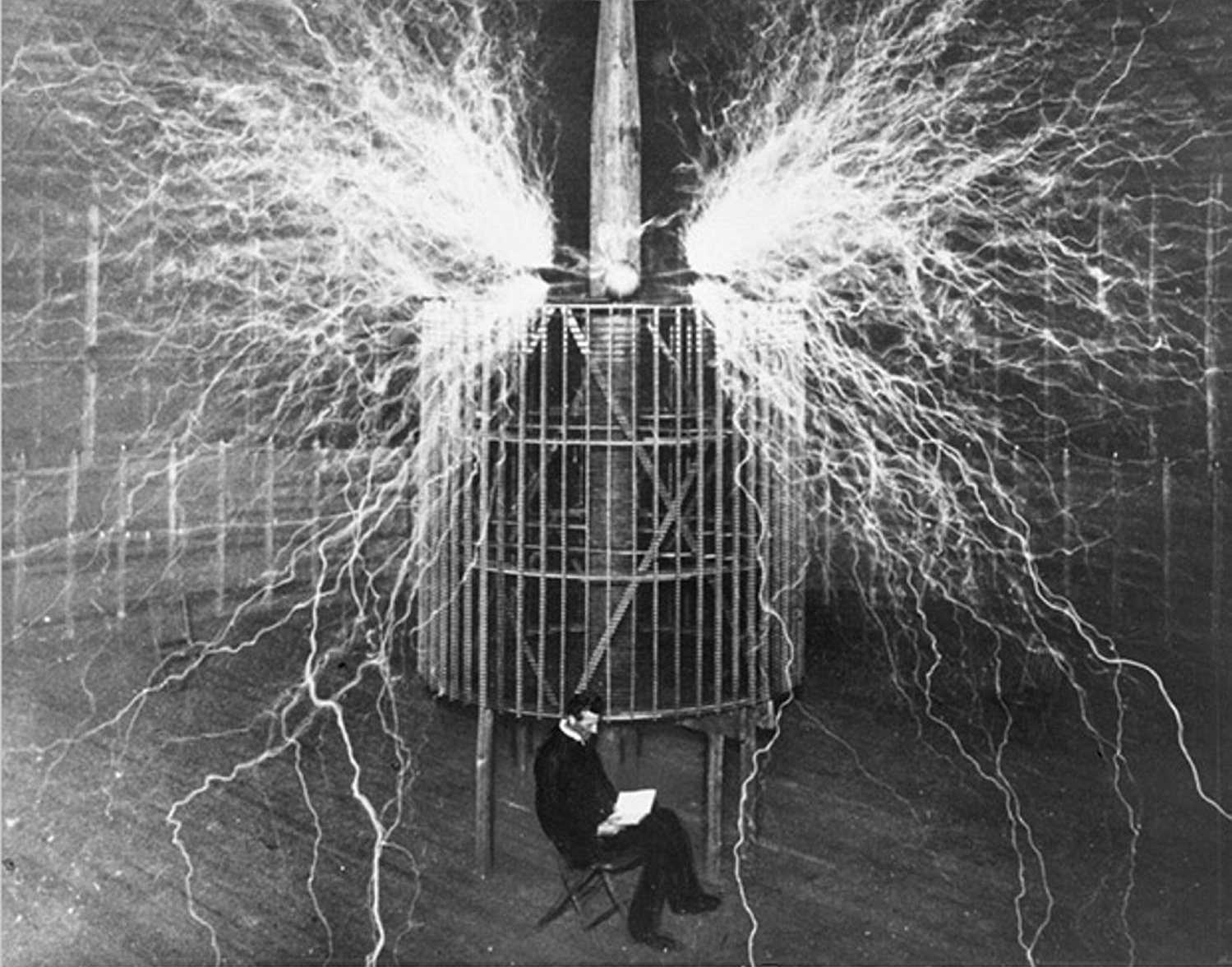 nikola-tesla-in-his-laboratory-1899