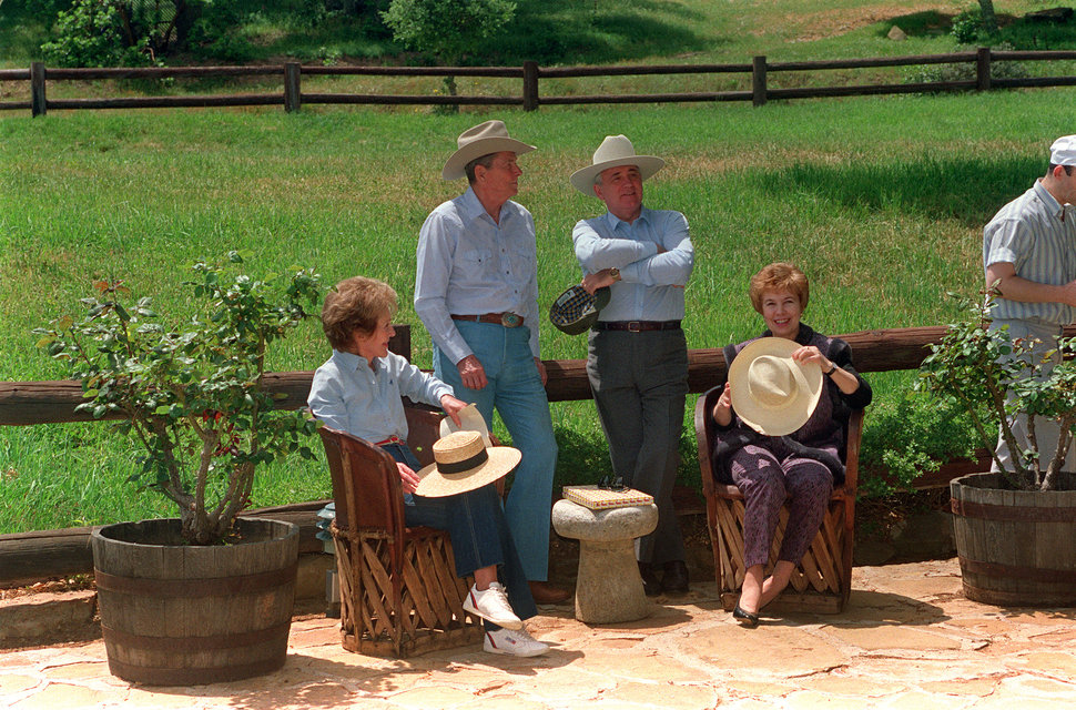 Former US President Ronald Reagan (2nd-L), his wife Nancy (L), former Soviet President Mikhail Gorbachev (C) and his wife Raisa (R) chat 03 May 1992 in the front yard of the Reagan's ranch in Santa Barbara.