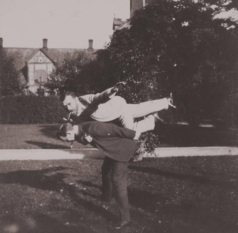 tsar-nicholas-2-goofing-around-with-his-friend in-volfsgarten-castle-darmstadt-1899