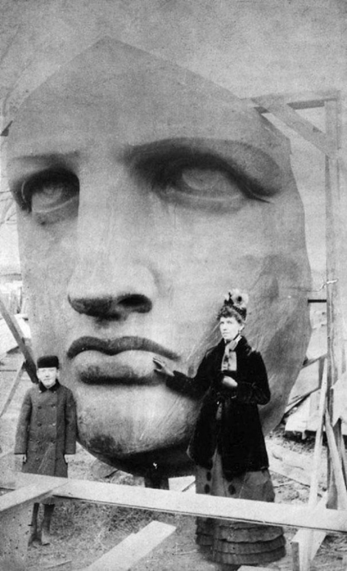 unpacking-the-head-of-the-statue-of-liberty-1885