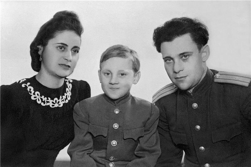 10-year-old-vladimir-vysotsky-with-his-father-semyon-vladimirovich-and-stepmother-yevgenia-stepanovna-1948