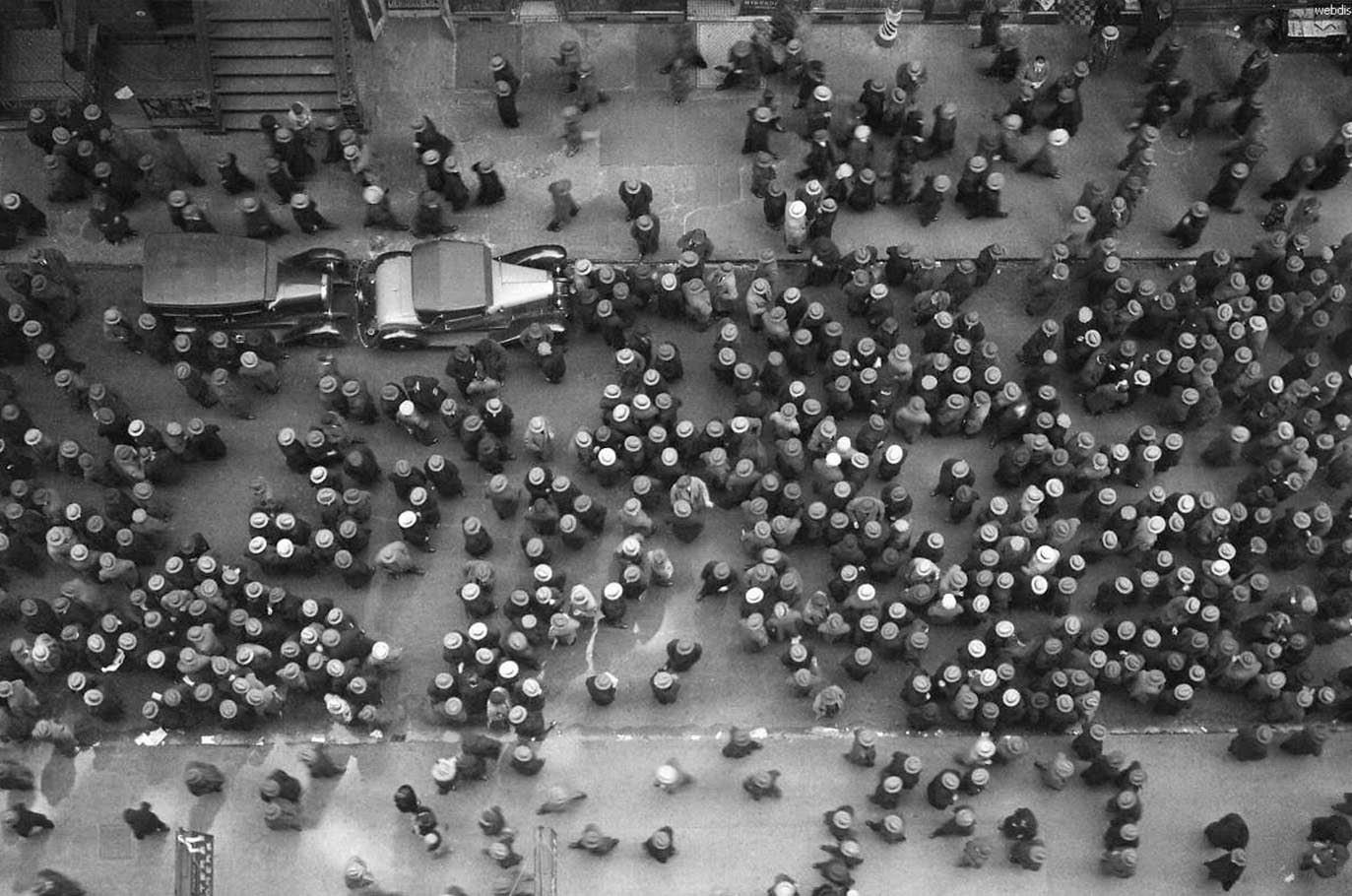 36th-street-garment-district-new-yorkby-margaret-bourke-white-1930