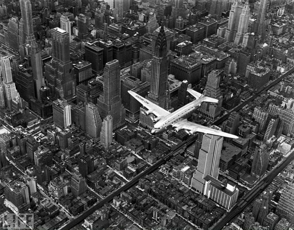 Airplane Over Manhattan. Photo by Margaret Bourke-White, 1939