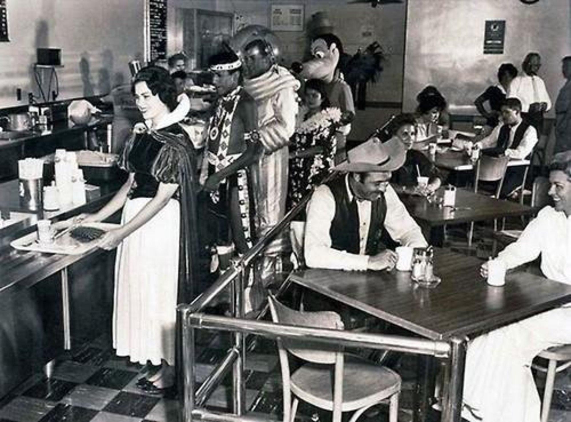 disneyland-cast-member-cafeteria-1961