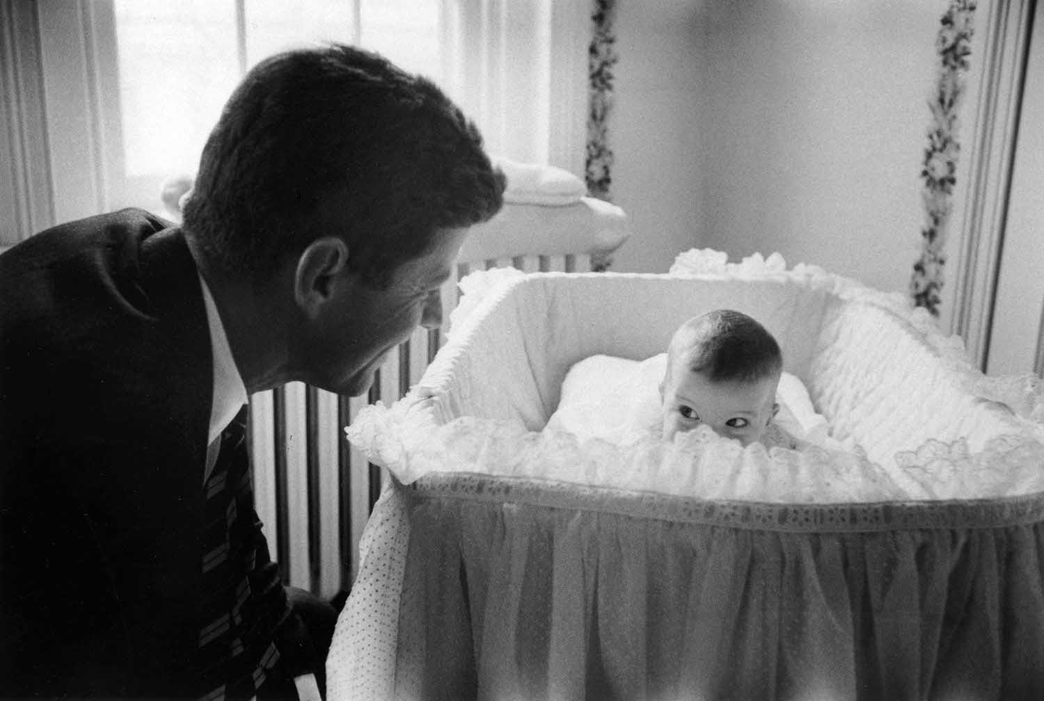 john-f-kennedy-with-daughter-caroline-1958