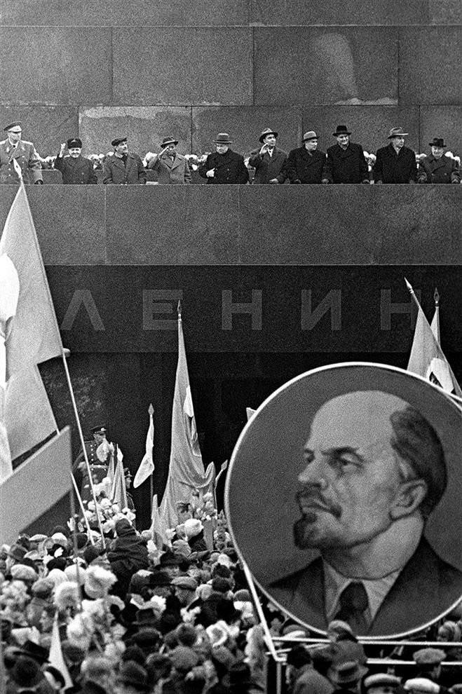 moscow-red-square-yuri-abramochkin-1962