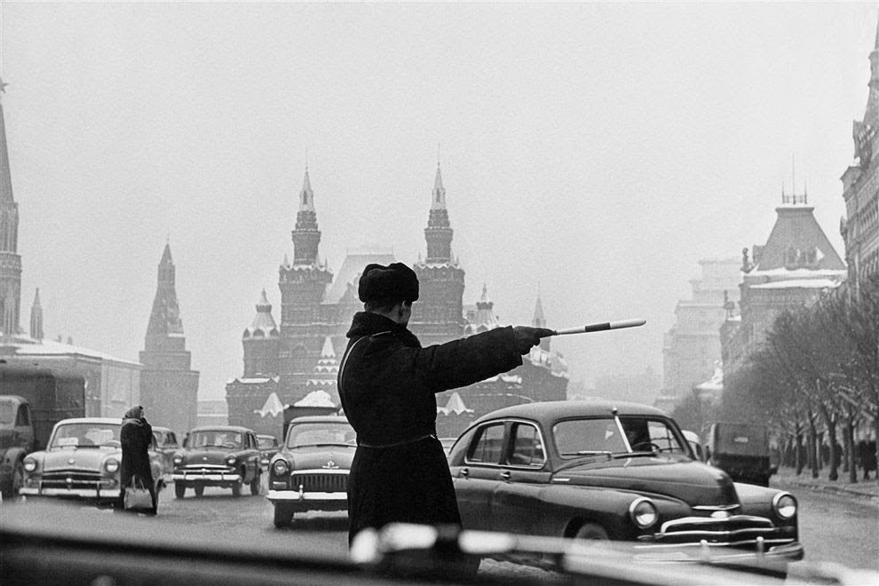 traffic-controller-moscow-red-square-1962