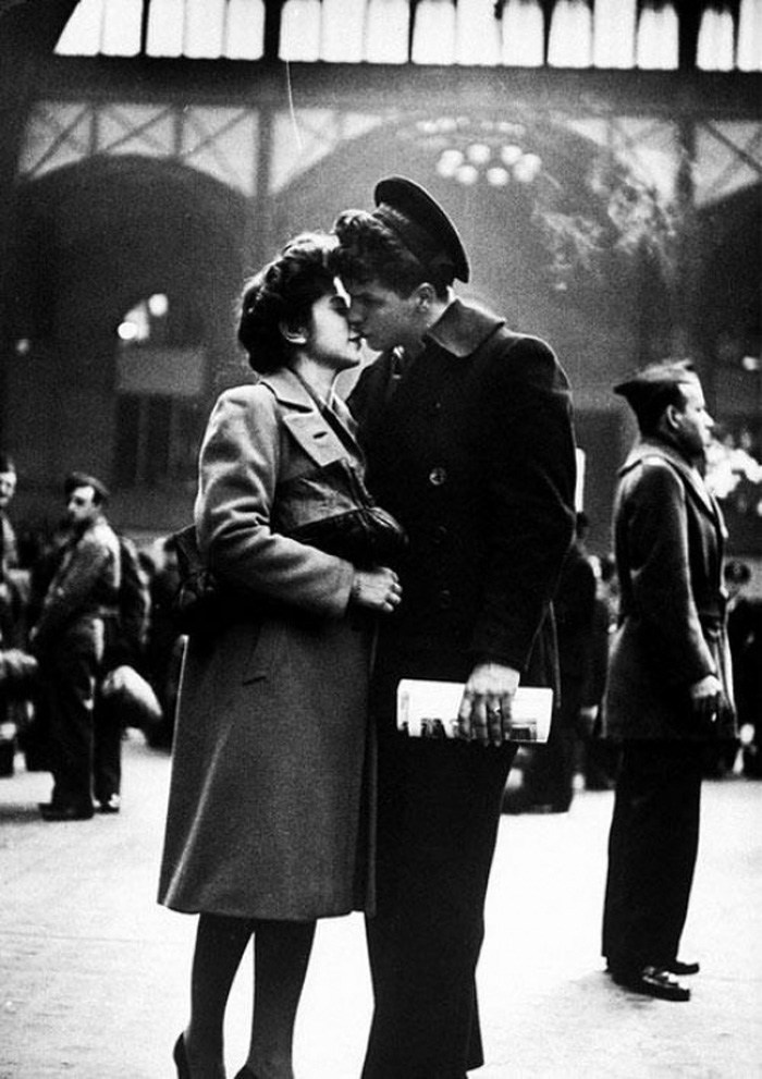 Goodby and Pennsylvania Station. Photo by Alfred Eisenstaedt, 1943