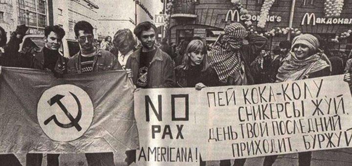 Акция против открытия первого Макдональдса в Санкт-Петербург 1996 год