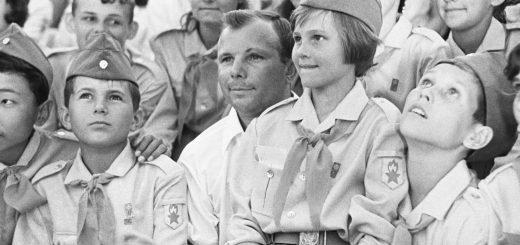 """Космонавт Юрий Гагарин в """"Артеке"""", 1967 год"""